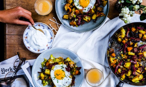 pastrami-and-potato-hash-with-fried-eggs1-940x560